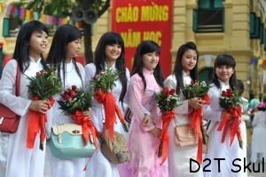 Các nữ sinh trường THPT Việt Đức, một trong những ngôi trường nổi tiếng của thủ đô làm lễ khai giảng sớm một ngày.